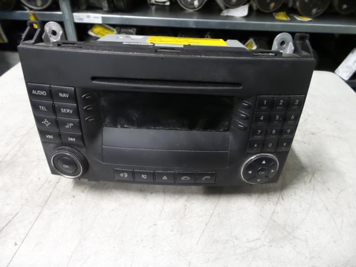 gebruikte mercedes sprinter radio cd speler a9068201489. Black Bedroom Furniture Sets. Home Design Ideas