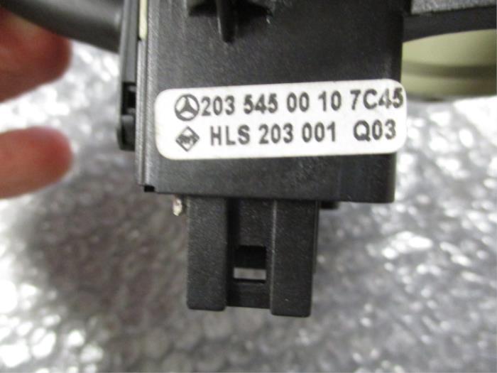 Richtingaanwijzer Schakelaar van een Mercedes C (W203) 2.0 C-200K 16V 2002