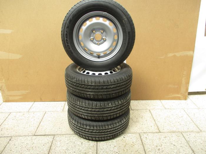Gebruikte Volkswagen Caddy Velgen Set Banden 2k0601027b