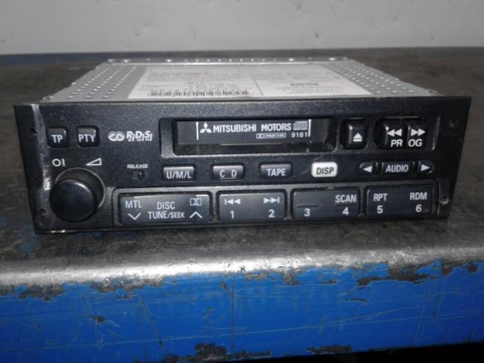 Radio van een Mitsubishi Pajero 2004