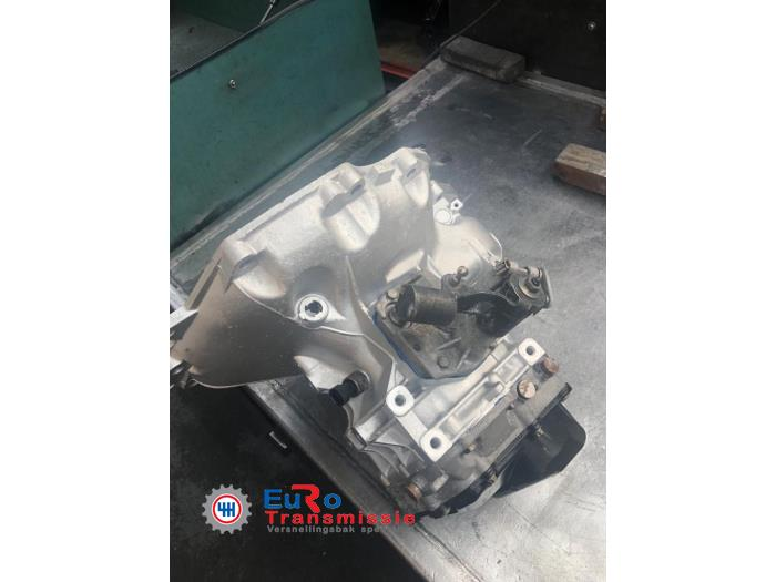 Versnellingsbak van een Opel Astra J Sports Tourer (PD8/PE8/PF8) 1.4 Turbo 16V Bi-Fuel 2015