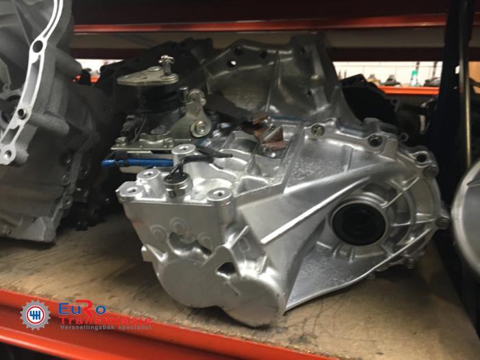 Versnellingsbak van een Peugeot 107 1.0 12V 2012