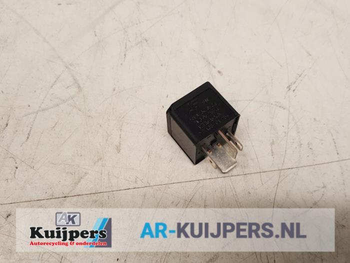 Brandstofpomp relais - Volkswagen Phaeton
