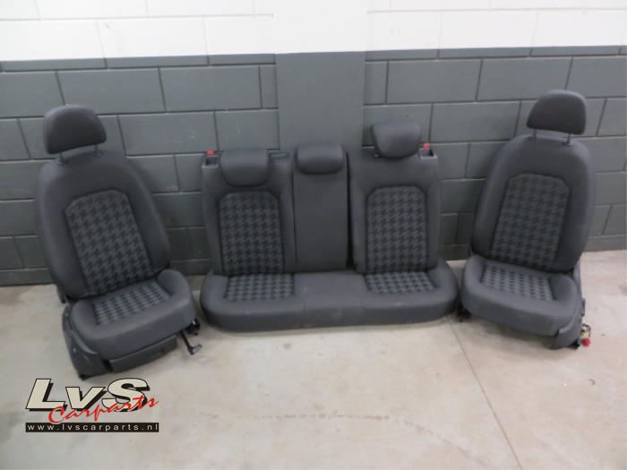 Gebruikte audi a3 bekleding set compleet lvs carparts for Audi a3 onderdelen interieur