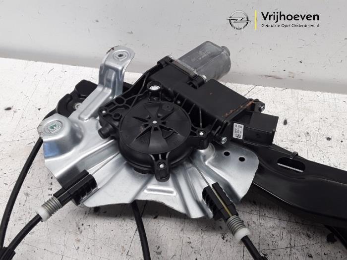 Ruitmechaniek 2Deurs links-voor van een Opel Astra J GTC (PD2/PF2) 1.4 Turbo 16V ecoFLEX 140 2015