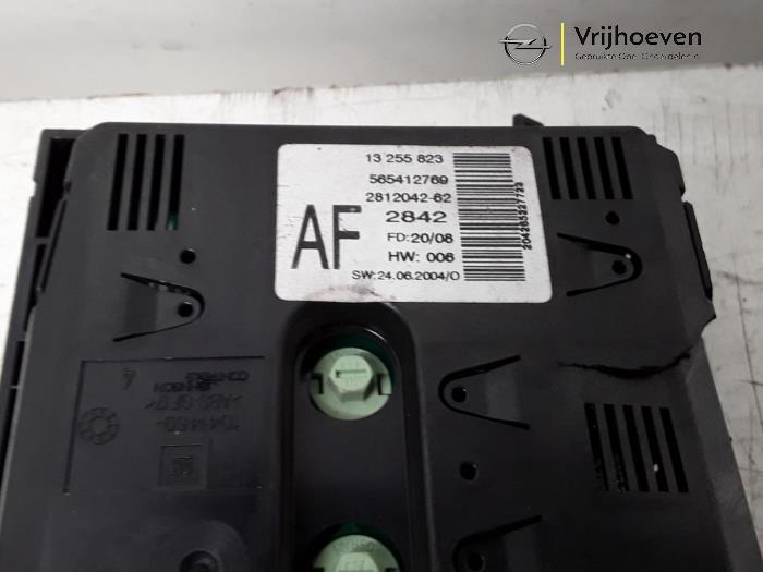 Display Interieur van een Opel Astra H GTC (L08) 1.6 16V 2009
