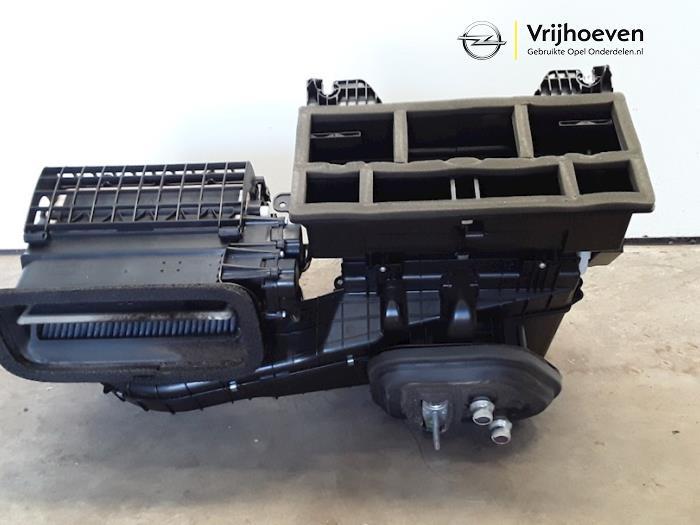 Chaufagebak van een Opel Astra J (PC6/PD6/PE6/PF6) 1.4 Turbo 16V 2015
