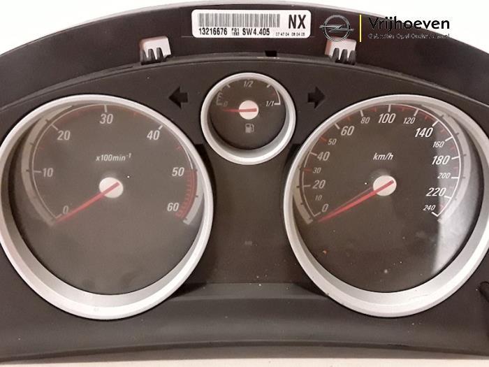 Cockpit van een Opel Astra H GTC (L08) 1.7 CDTi 16V 2005