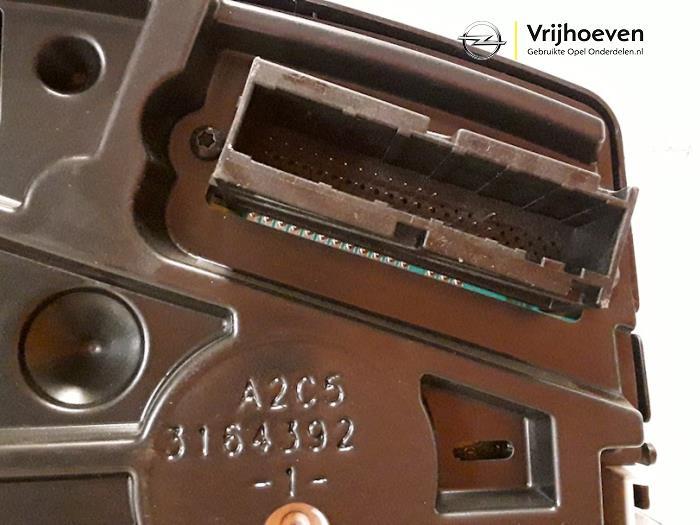 Cockpit van een Opel Astra H (L48) 1.3 CDTI 16V Ecotec 2006
