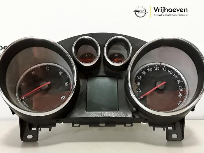 Cockpit van een Opel Astra J Sports Tourer (PD8/PE8/PF8) 1.7 CDTi 16V 2011
