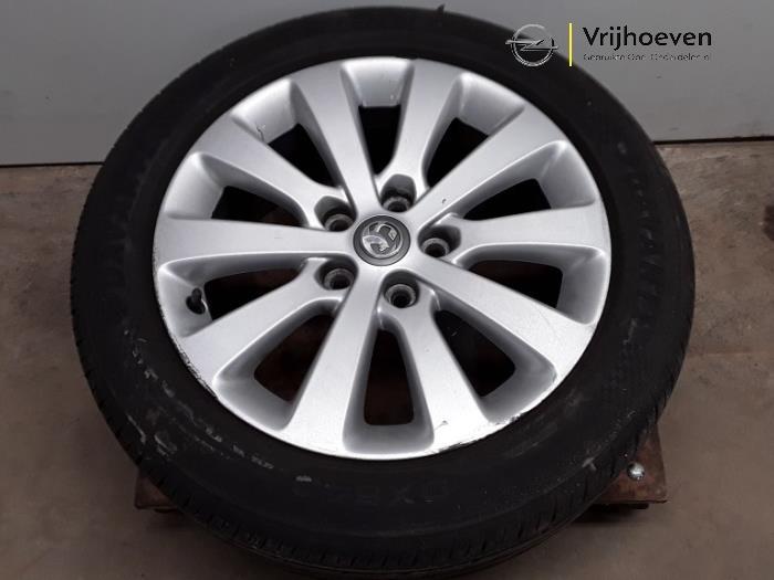 Velgen set + banden van een Opel Astra J (PC6/PD6/PE6/PF6) 2.0 CDTI 16V 165 Ecotec 2013
