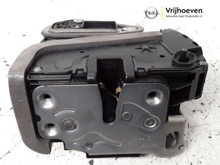 Portierslot Mechaniek 4Deurs links-achter van een Opel Astra K 1.4 Turbo 16V 2016
