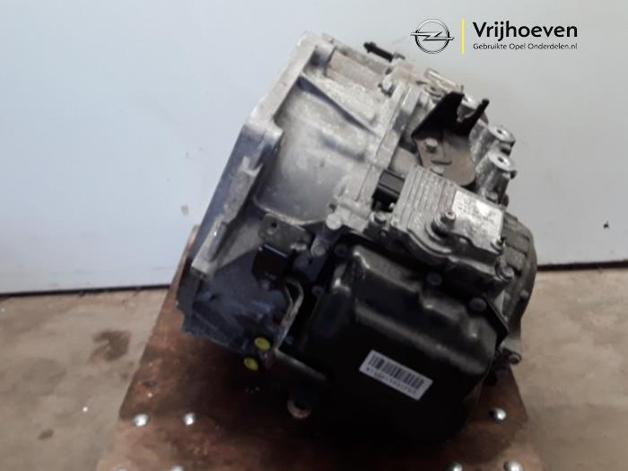 Automaatbak van een Opel Astra J Sports Tourer (PD8/PE8/PF8) 2.0 CDTI 16V 160 2011
