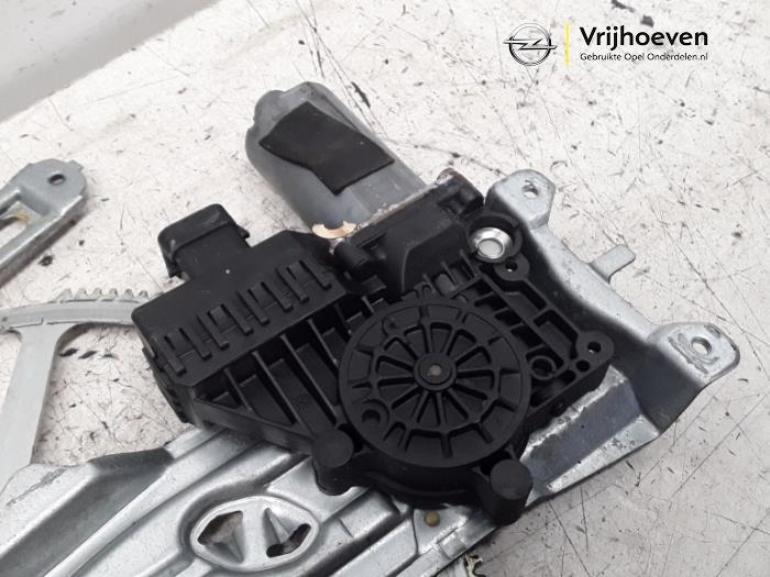 Ruitmechaniek 4Deurs rechts-voor van een Opel Astra G (F08/48) 1.6 2002