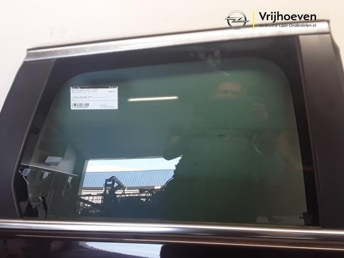 Deur 4Deurs rechts-achter van een Opel Astra J Sports Tourer (PD8/PE8/PF8) 2.0 CDTI 16V 160 2014