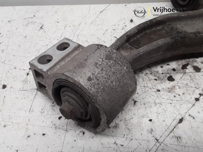 Draagarm rechts-voor van een Opel Astra J Sports Tourer (PD8/PE8/PF8) 1.6 16V 2014