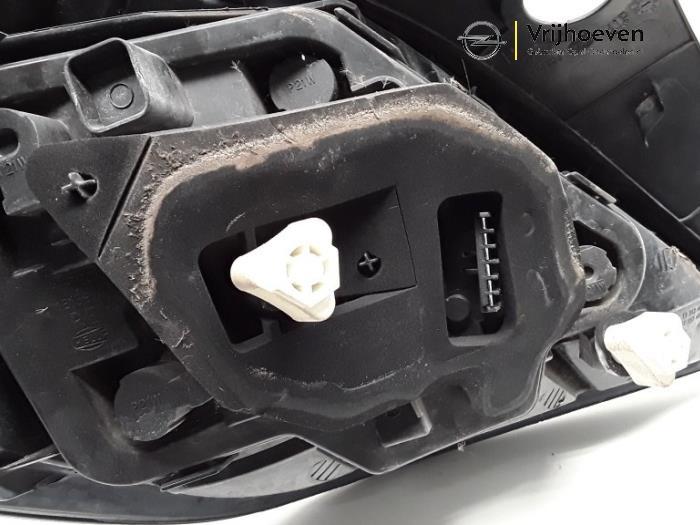 Achterlicht rechts van een Opel Astra H GTC (L08) 1.4 16V Twinport 2009