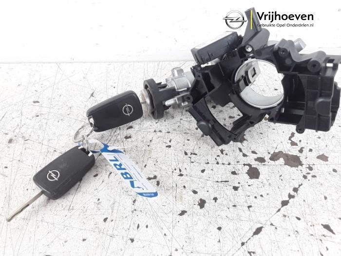 Sleutel+Contactslot van een Opel Astra J (PC6/PD6/PE6/PF6) 1.4 16V ecoFLEX 2011