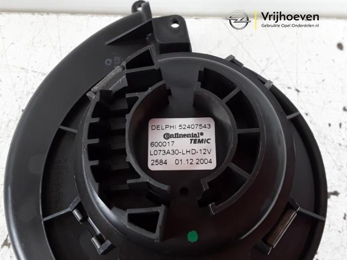 Blower van een Opel Astra H SW (L35) 1.6 16V Twinport 2005