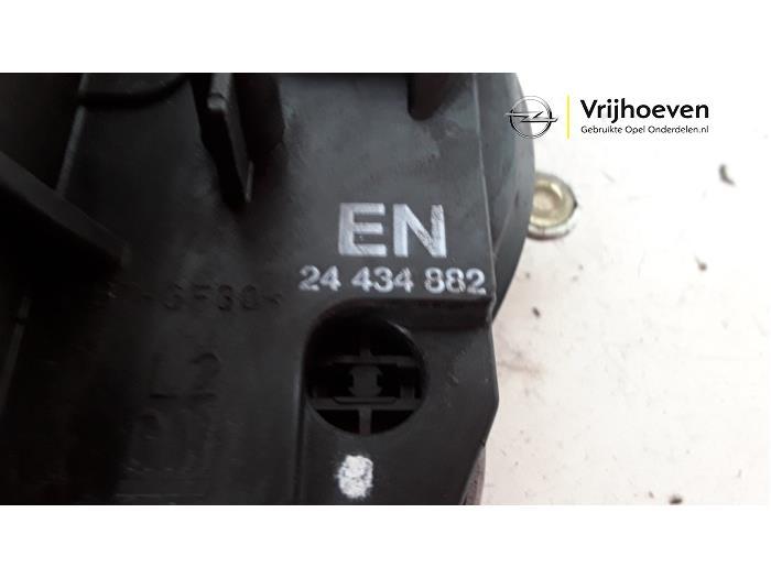 Deurslot Mechaniek 2Deurs links van een Opel Corsa C (F08/68) 1.2 16V 2004