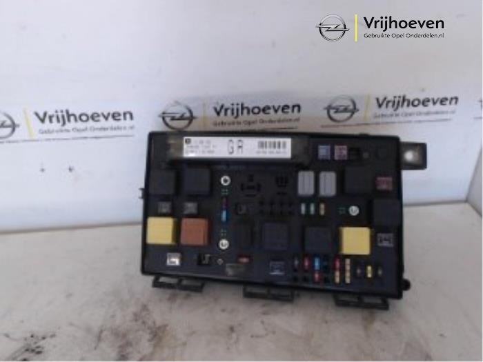 Zekeringkast van een Opel Astra H (L48) 1.7 CDTi 16V 2005