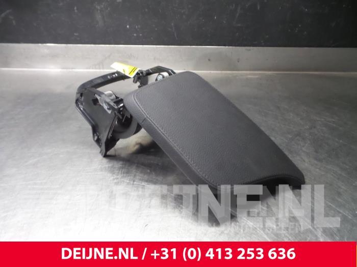 Armleuning - Volvo V90
