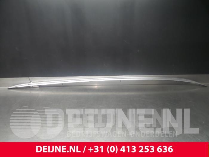 Dakrail rechts - Volvo V90