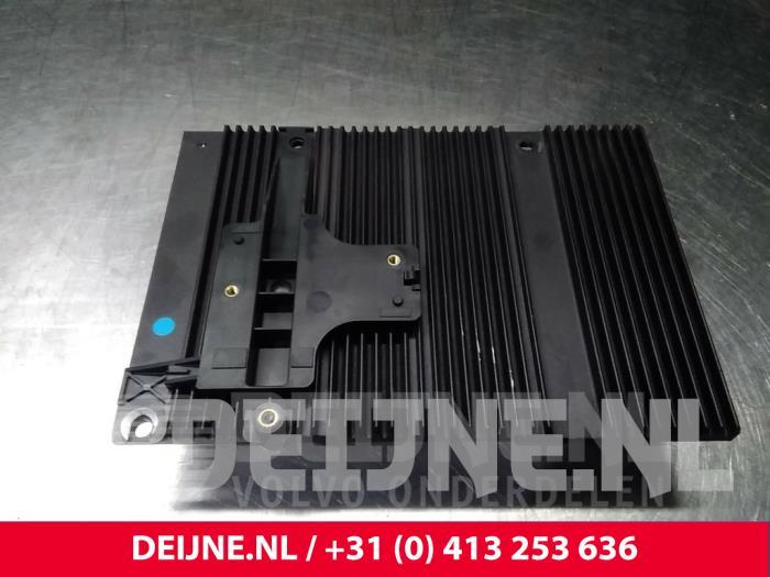 Radio versterker - Volvo V50