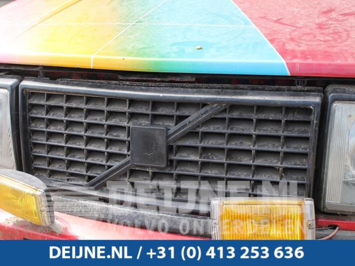 Grille - Volvo 2-Serie