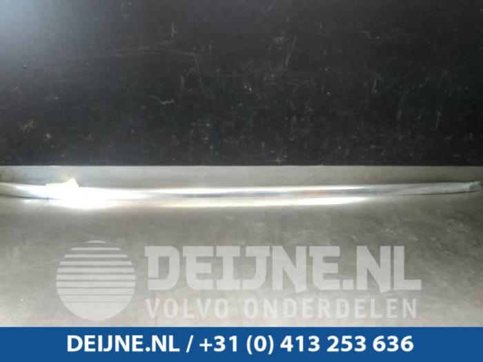 Dakrail rechts - Volvo V60