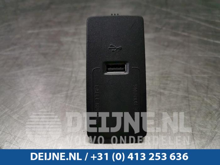 AUX/USB aansluiting - Volvo XC60