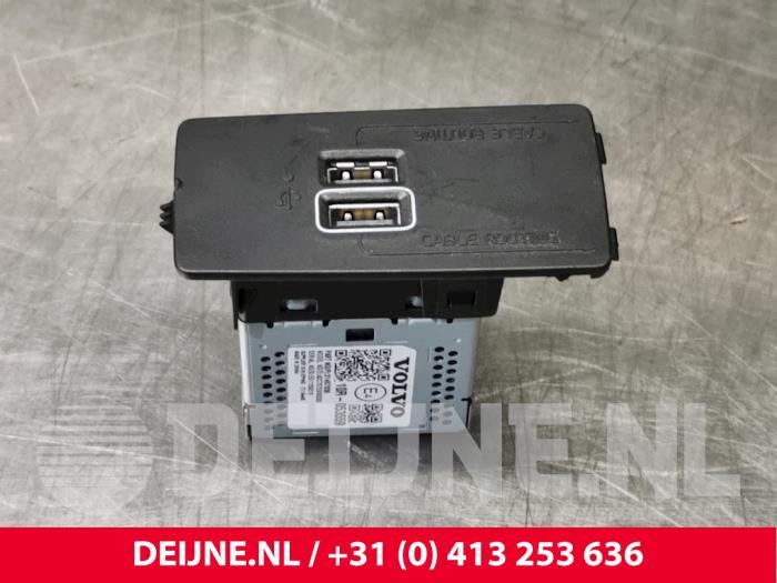 AUX/USB aansluiting - Volvo V90