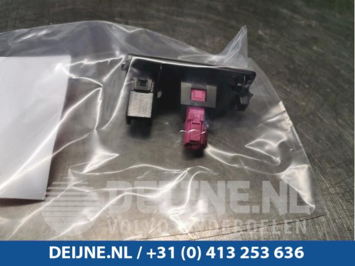 AUX/USB aansluiting - Volvo XC90