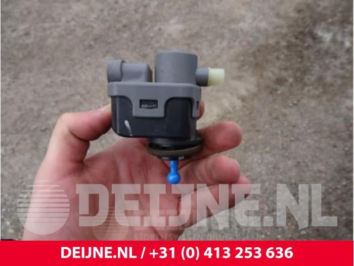 Koplampmotor - Nissan NV200