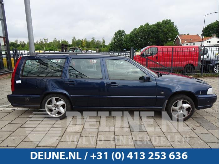 Zijskirt rechts - Volvo V70