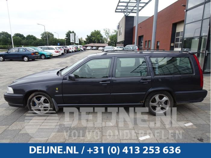 Portier 4Deurs links-voor - Volvo V70