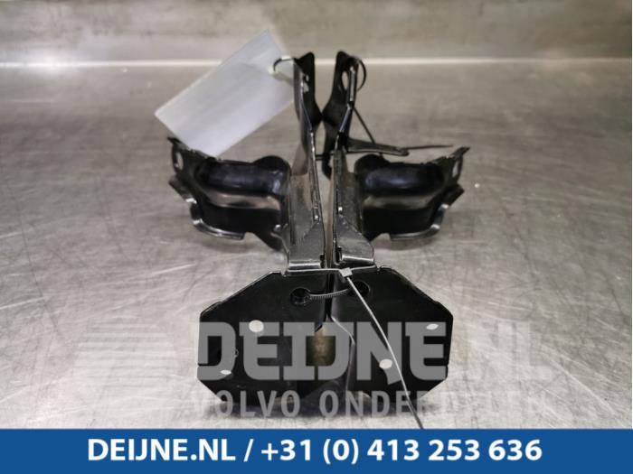 Radiateurbalk - Volvo V60