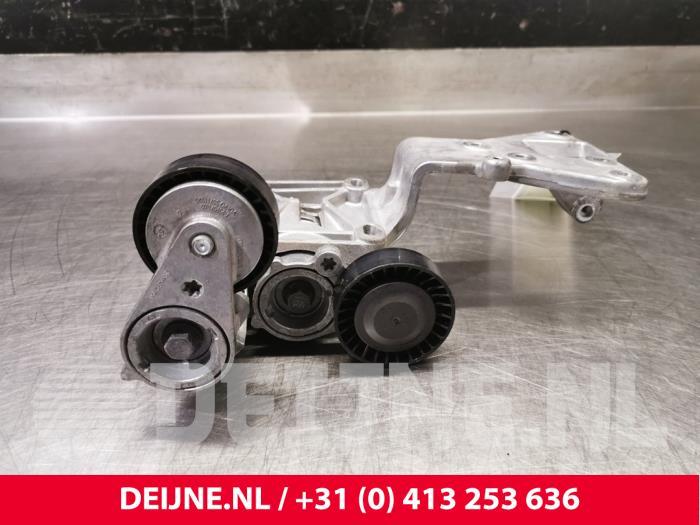 Dynamosteun boven - Volvo V50