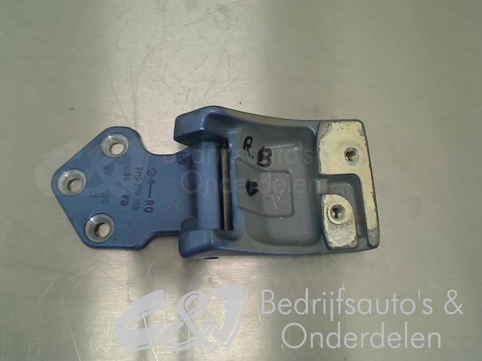 Scharnier deur rechts-achter - 739a43b9-5fa2-45a5-9559-857d3dae1a60.jpg