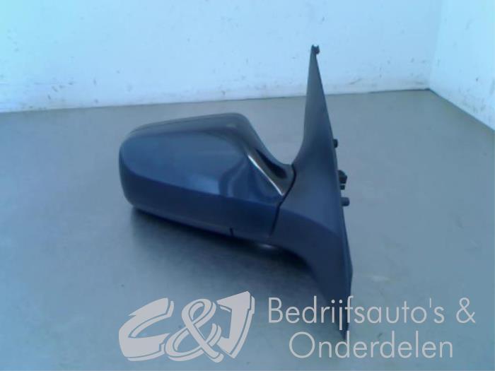 Buitenspiegel rechts van een Opel Astra G (F08/48) 1.6 1999