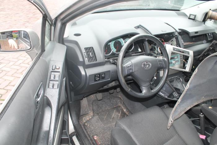 Toyota Corolla Verso (R10/11) 2.2 D-4D 16V Cat Clean Power