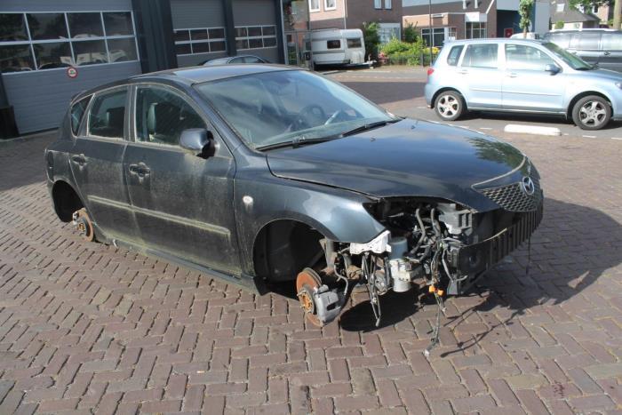 Mazda 3. 03-