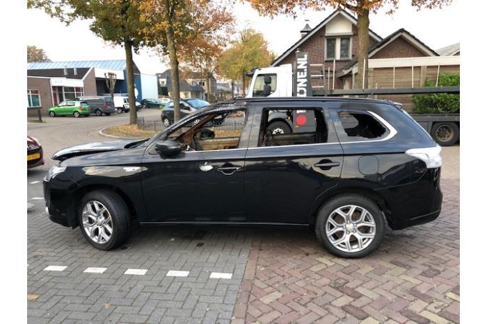 Mitsubishi Outlander (GF/GP) 2.0 16V PHEV 4x4