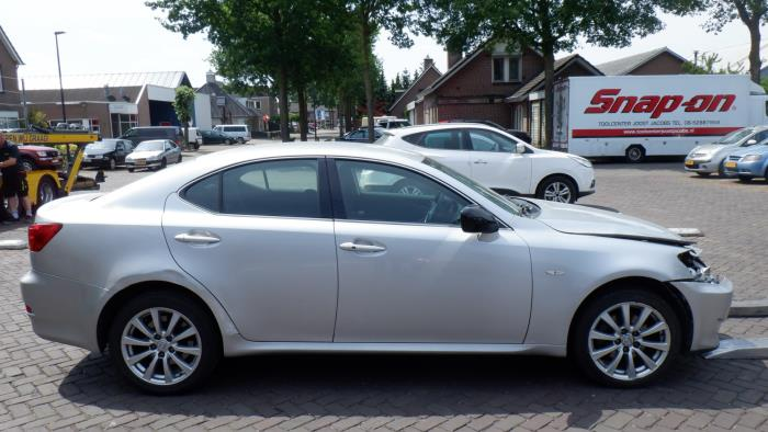 Lexus IS 220 05-