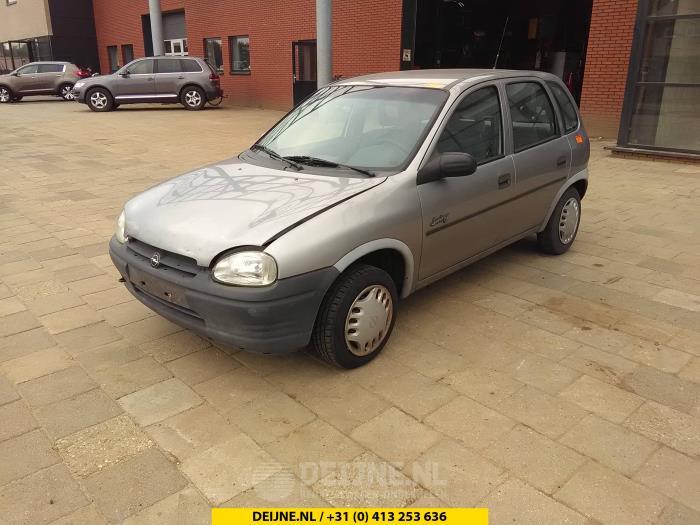 Hoedenplank. - Opel Corsa