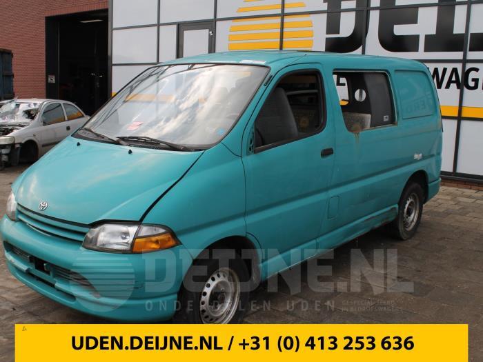 Tussenas - Toyota Hiace