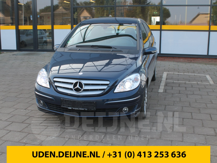 Zijskirt links - Mercedes B-Klasse