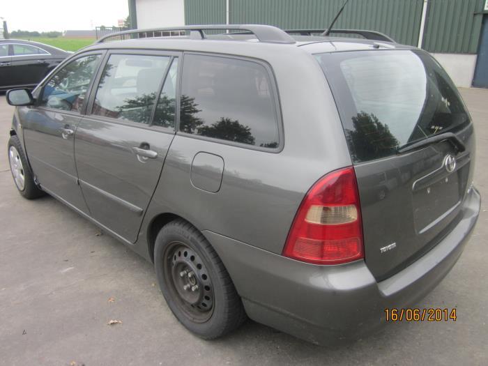 Toyota Corolla Wagon (E12) 1.6 16V VVT-i 2002 Instrumentenpaneel (klik op de afbeelding voor de volgende foto)