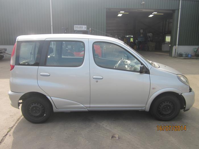 Toyota Yaris Verso (P2) 1.3 16V (klik op de afbeelding voor de volgende foto)  (klik op de afbeelding voor de volgende foto)  (klik op de afbeelding voor de volgende foto)  (klik op de afbeelding voor de volgende foto)  (klik op de afbeelding voor de volgende foto)  (klik op de afbeelding voor de volgende foto)