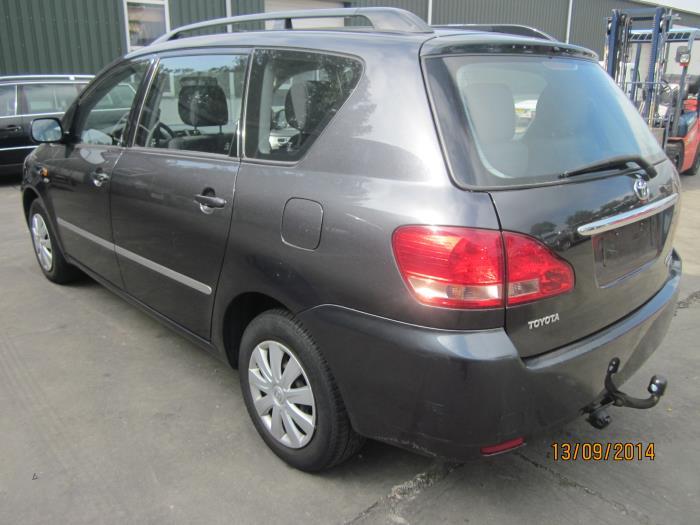 Toyota Avensis Verso (M20) 2.0 D-4D 16V (klik op de afbeelding voor de volgende foto)  (klik op de afbeelding voor de volgende foto)  (klik op de afbeelding voor de volgende foto)